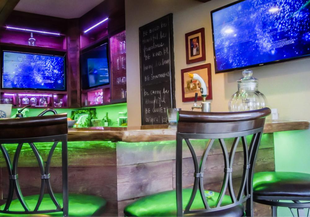 West Bloomfield Bar AV
